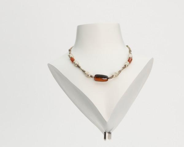 Ornamentierten Perlen aus Silberblechkette
