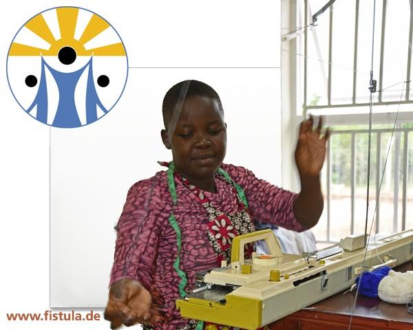 """Geschenk """"Schuluniform in Terrewode Schneiderei genäht"""" Uganda"""